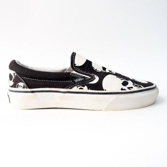 Vans Slip-On Skulls Black   White Skate Shoes. M 5be77b6103087c09e6419b61 1a17df3b4